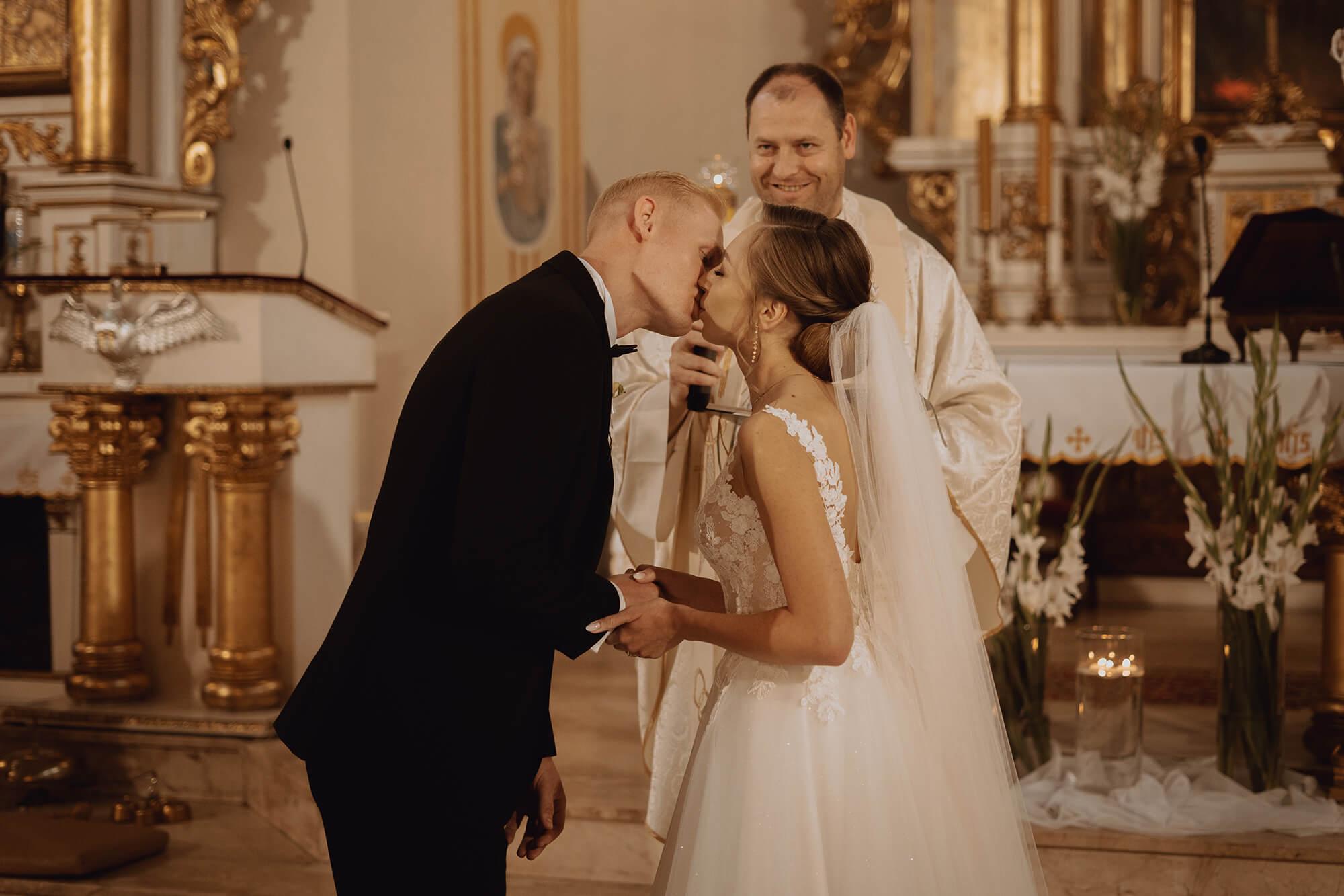 Slub wesele w dworze Hulanka00068 - Ola + Maciej | wesele w Dworze Hulanka