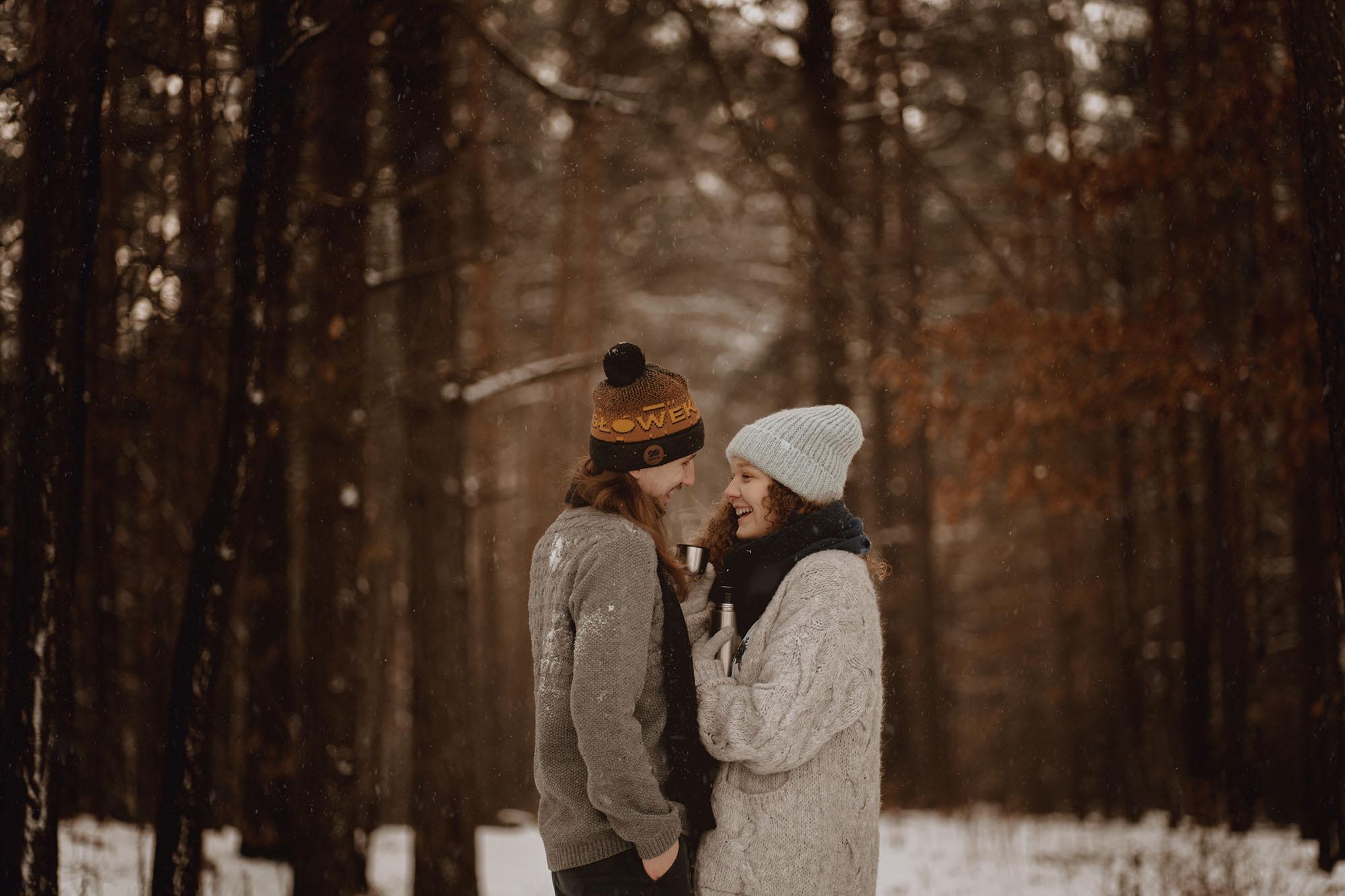 zimowa sesja narzeczenska - Miłość