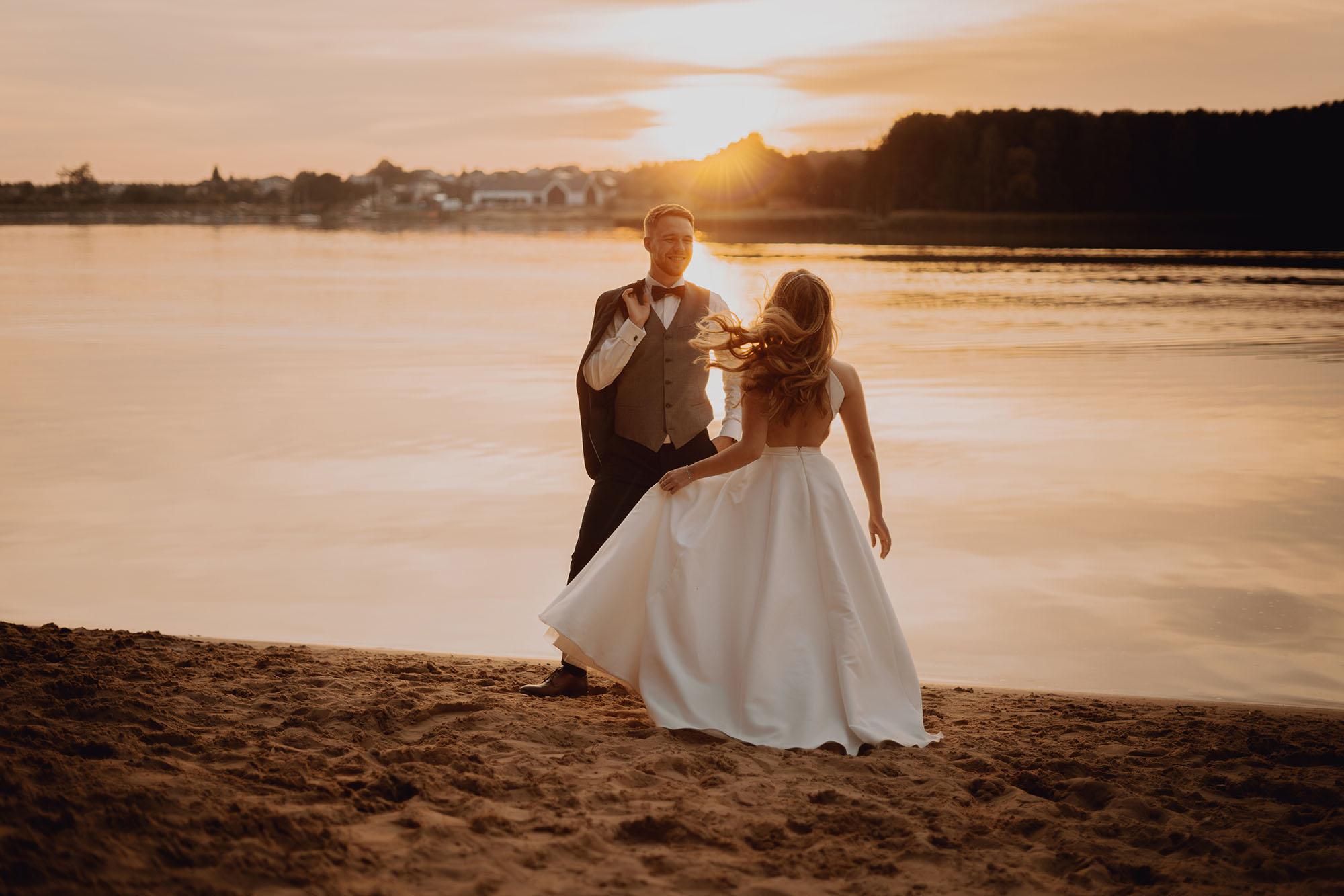 sesja slubna o zachodzie slonca00038 - Plener ślubny o zachodzie słońca