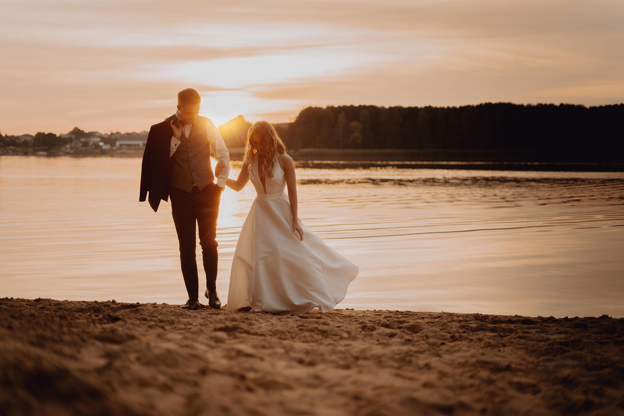 sesja slubna o zachodzie slonca00039 - Plener ślubny o zachodzie słońca