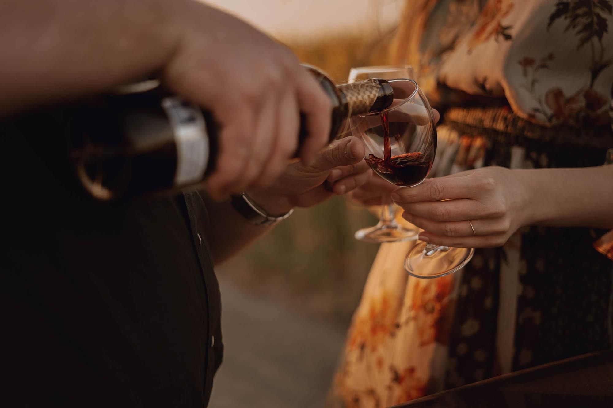 Sesja narzeczenska rzepak kielce 00039 - Sesja narzeczeńska z lampką wina